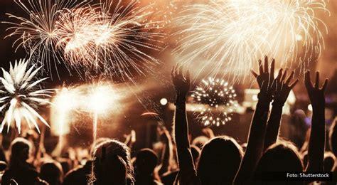 Kembang Warna Warni malam tahun baru pesta kembang api quot warna warni nusantara quot hiasi langit ancol okezone lifestyle
