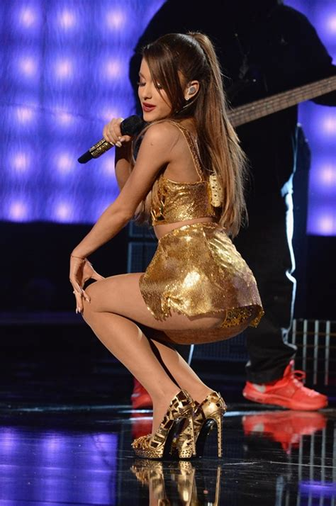 naughty ariana grande 2015 ariana grande is tearful in front of her babes peepdizz