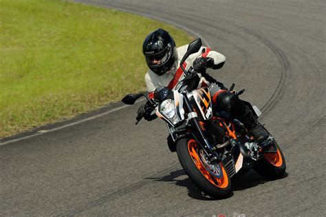 Ktm Bicycle Review 2016 Ktm 390 Duke Spin Review Bike Review