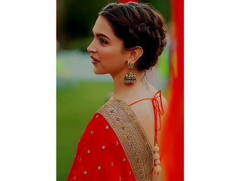 Hairstyles For Wavy Hair For Saree by 12 Awesome Saree Hairstyles That You Never Seen