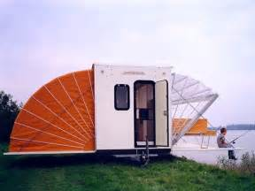 de markies trailer folds out to its size