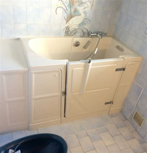 installation baignoire installation baignoire avec porte vallon xl senior bains