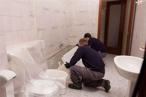 installazione piatto doccia fasi di lavorazione della trasformazione da vasca a doccia
