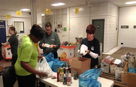 Springfield Food Pantry by Coast To Coast Food Bank Volunteer Stops In Springfield