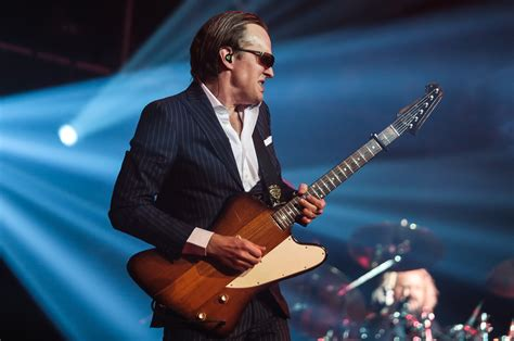 drive joe bonamassa celebrity drive blues guitarist joe bonamassa motor trend