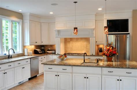cambria kitchen cabinets cambria buckingham white cabinets backsplash ideas