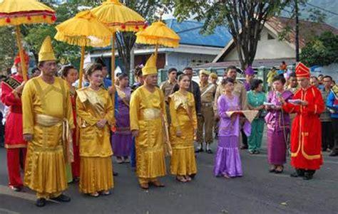 Kemeja Siska Sw Pakaian Kemeja Lengan Panjang Warna Ungu 2 pakaian adat sulawesi utara dari 4 suku nama gambar dan penjelasannya adat tradisional
