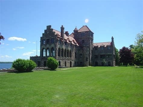 rent in usa private islands for rent singer castle on dark island