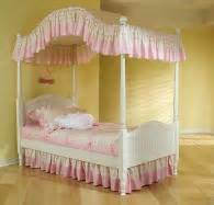 Canopy Bed Linen Sets Bedding For Canopy Beds How To Make The Bed