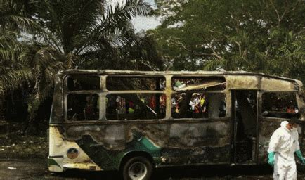 imagenes niños muertos sepelio de ni 241 os muertos en bus incendiado en colombia