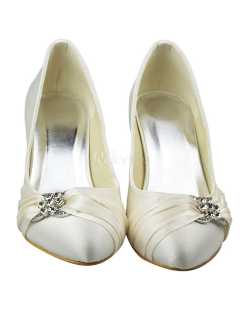 si鑒e bumbo pas cher chaussure de mari 233 e 224 bout rond en satin ivoire 224 petit