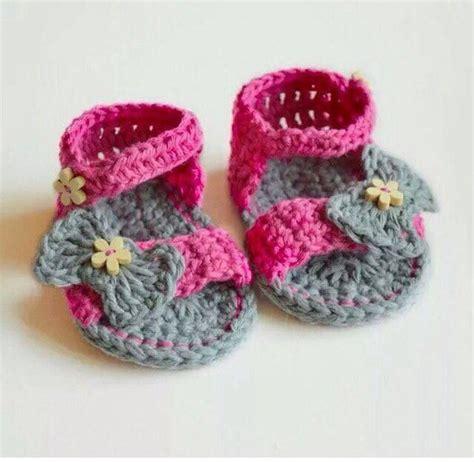 modelos de zapatitos tejidos de lana zapatitos tejidos a crochet para bebe