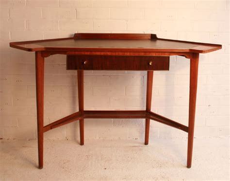 Corner Desk Antique Antiques Atlas A Retro Corner Desk