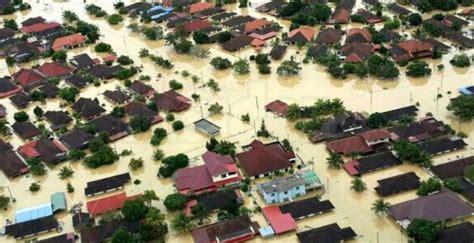 contoh report text tentang banjir terbaru kakak pintar