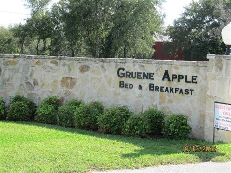 Bed And Breakfast In Gruene Tx by Gruene Apple Entrance Monument