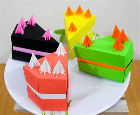 Origami Cake Box - delicious looking origami food that you can almost taste