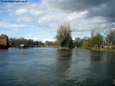 river thames map staines the thames path windsor to bourne end