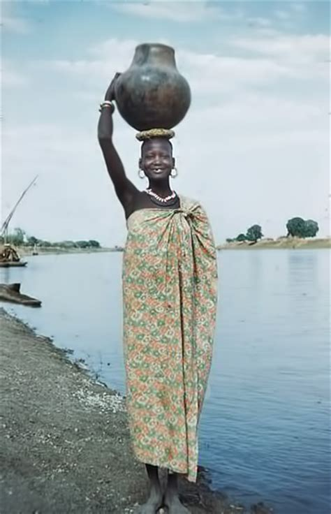 Usa Pottery Vase Nuer Woman Carrying A Pot Ceramics And Pottery Arts And