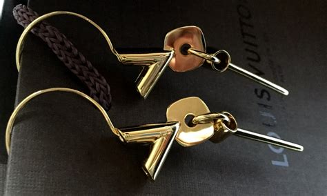 lv 15 gold louis vuitton essential v earrings gold finishing brass