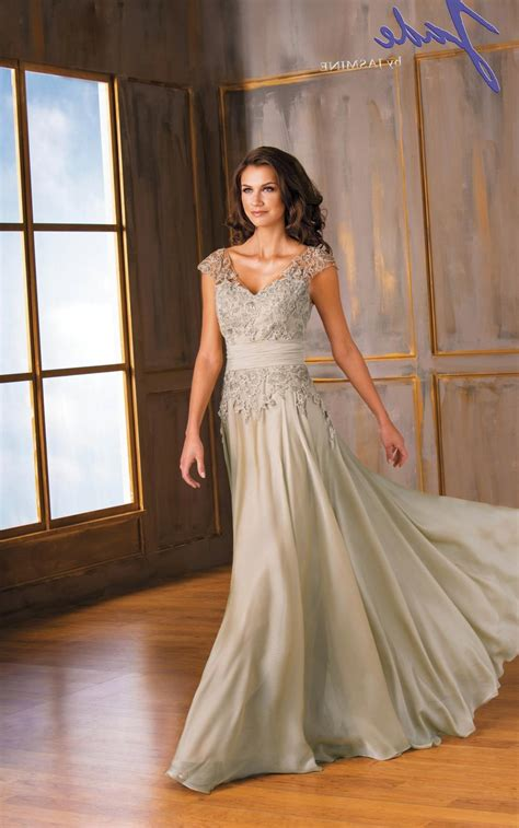 what color should of the wear what color dress should the of the wear