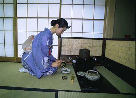 Flower Arrangement Techniques by The Japanese Tea Ceremony