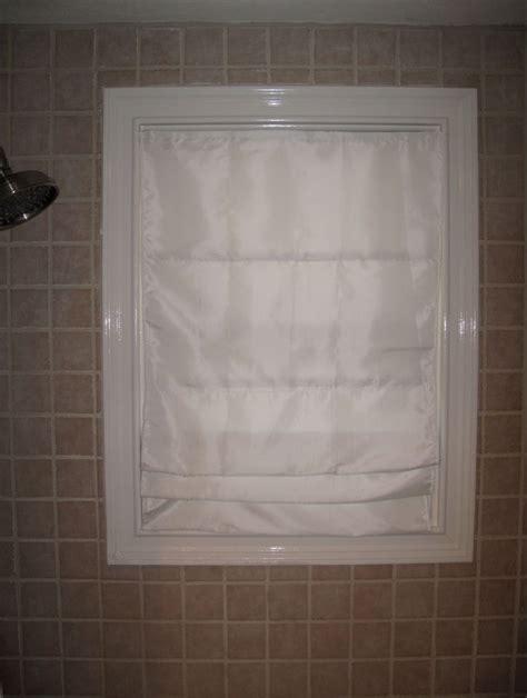 Fenster Bekleben Sichtschutz by Water Proof Shade For Shower Window Remodel