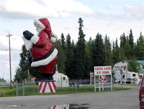 quirky attraction world s largest santa claus statue america s top 15 road trip sites