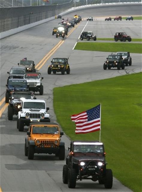 jeep parade daytona jeeps world record at daytona international speedway