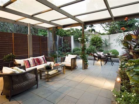 Walled outdoor living design with pergola & hedging using