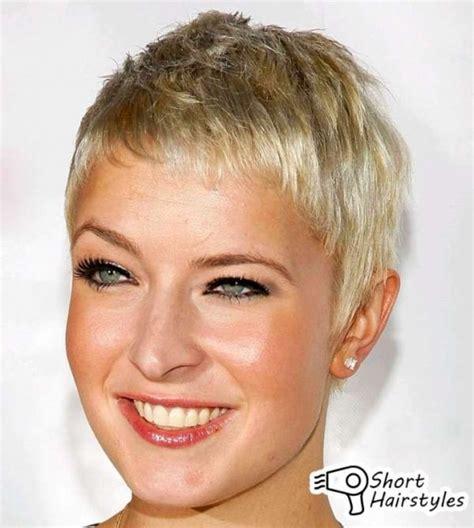 vrlo kratka frizura hair growth  chemo super hair
