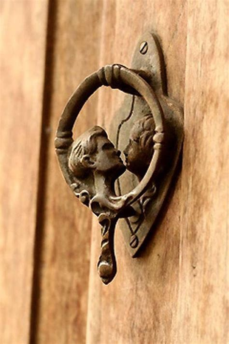 Unique Door Knockers | 25 cool and unusual door knockers design swan
