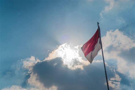 bendera merah putih vocal anak anak merah putih yang lusuh komunitas kretek