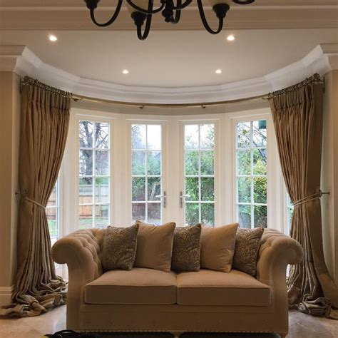 curtains for round bay windows 25 best ideas about bay window pole on pinterest bay