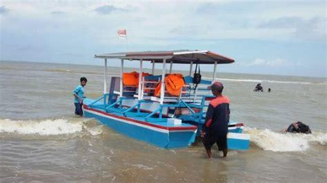 Speaker Perahu Miniatur keliling pantai manggar balikpapan naik odong odong laut tribunnews
