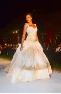 beyonc 233 s wedding gown for sale photos rolling out