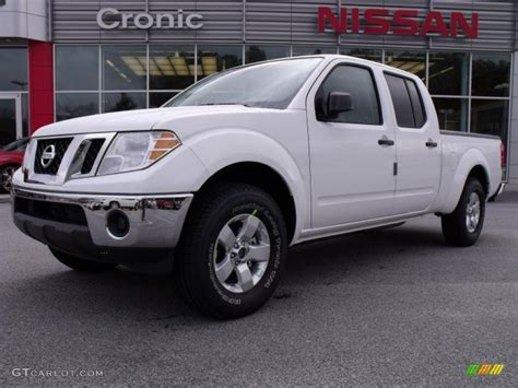 white nissan frontier 2010 avalanche white nissan frontier se crew cab 26258431