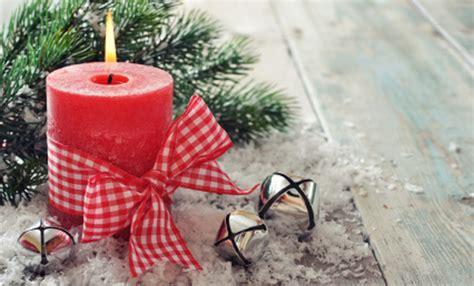 decorazioni candele natalizie come apparecchiare la tavola il giorno di natale leitv