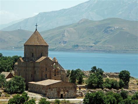 Vans Island akdamar island church of the holy cross lake