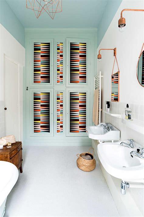 Baignoire Ou ou baignoire dans la salle de bain
