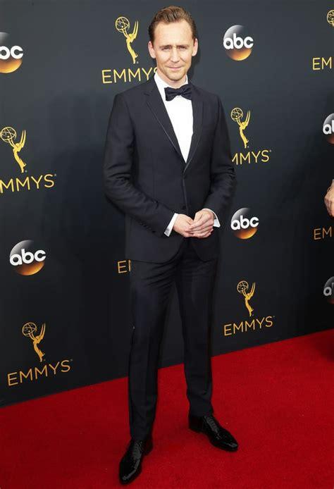 Tom Hit The Carpet by Tom Hiddleston Hits Emmys 2016 Carpet Post Split Us
