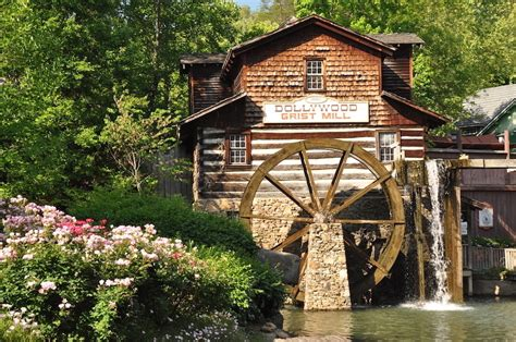 Cabins To Rent Near Dollywood by 4 Reasons To Choose Our Gatlinburg Cabins When Planning