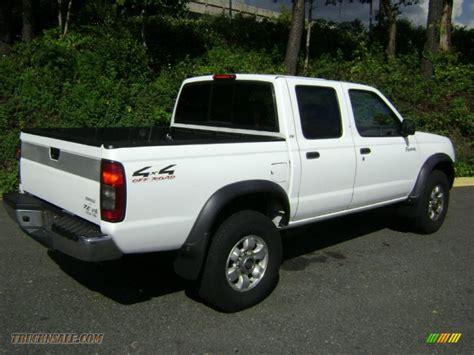 nissan 2000 4x4 2000 nissan frontier xe crew cab 4x4 in cloud white photo