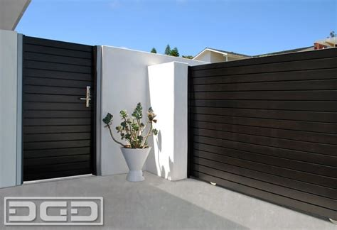 Patio and courtyard gates in solid wood with a modern