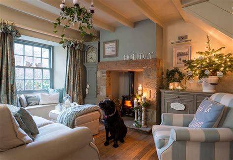 how to decorate bay windows how to decorate bay windows to be home