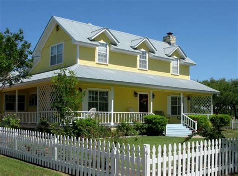 bed and breakfast yellow house bed and breakfast salado
