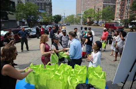 Plastic Giveaway Bags - nyc giving away free reusable bags in support of new plastic bag surcharge nyc