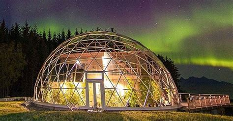 Geodesic dome protects cob house & family of 6 in Arctic