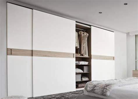 Floor To Ceiling Wardrobes With Sliding Doors by Best 25 Sliding Wardrobe Ideas On
