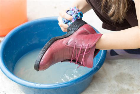can you wash shoes in the washing machine how to wash shoes footwind