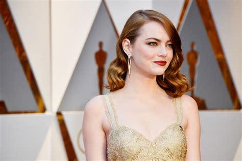 emma stone oscar oscars 2017 emma stone became an oscar in givenchy